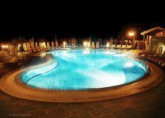 Terma w Loipersdorf w Austrii Holiday Service, Hot Springs, Austria, Skiing, Spa, Outdoor Decor, Recovery, Ski, Spa Water
