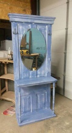 58 ideas for old door hall tree diy shabby chic Door Furniture, Refurbished Furniture, Repurposed Furniture, Pallet Furniture, Furniture Makeover, Painted Furniture, Old Door Projects, Diy Furniture Projects, Wood Projects