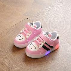 เสนอสินค้าถูกมากที่มีสีสัน LED แฟลชลื่นรองเท้ากีฬาเด็กรองเท้า+ของใหม่ราคาถูก