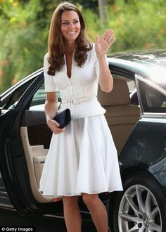 Duchess of Cambridge arrives at Gardens by the Bay - love this combo!