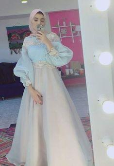 Dress Party Night Formal Style Super Ideas Source by dress Hijab Dress Party, Hijab Evening Dress, Hijab Style Dress, Dress Outfits, Evening Dresses, Prom Dresses, Dress Night, Party Outfits, Hijab Prom Dress