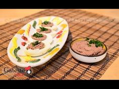 I decided to make Home made Chicken Liver Pate. I enjoy pate on a fresh slice of bread with fresh tomatoes and cheese. But i think that the canned pate, that is on the grocery shops shelves, is horr. Chicken Liver Pate, Chicken Livers, Chichen Recipe, Tomato And Cheese, Slice Of Bread, Panna Cotta, Carrots, Paleo, Homemade