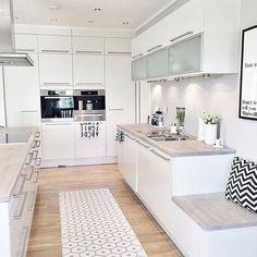 The Debate Over Kitchen Island Booth Decor Ideas - myhomeorganic Elegant Kitchens, Luxury Kitchens, Home Kitchens, Nordic Kitchen, Kitchen Living, Kitchen Interior, Kitchen Design, Kitchen Decor, Kitchen Island Booth
