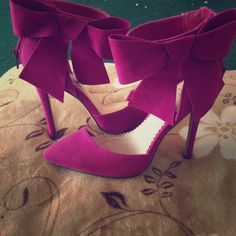 This fushia pumps with a bow on the side Only worn 3 times they are perfect for a night out or a special occasion Shoe Dazzle Shoes Heels