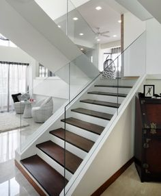 Tempered-glass-staircase-wall - Home Decorating Trends - Homedit Home Stairs Design, Railing Design, Interior Stairs, House Design, Interior Balcony, Contemporary Stairs, Modern Stairs, Modern Railing, Glass Stairs