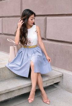 Pleated chambray skirt + floral top + skinny belt + bow pointed toe pumps
