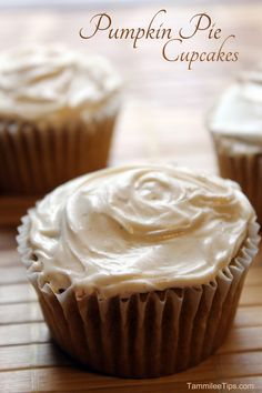 Pumpkin Pie Cupcakes! The perfect Fall cupcakes! These cupcakes taste amazing
