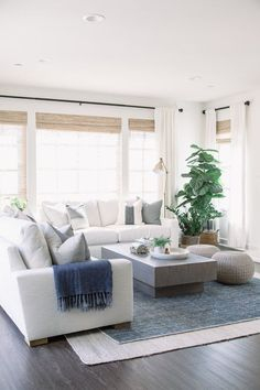 Relaxing Living Room Design Ideas For Outdoor - Michele Martin - Dekoration Coastal Living Rooms, Living Room Sets, Home Living Room, Apartment Living, Living Room Designs, Living Room Furniture, Living Room Decor, Beach Living Room, Modern Furniture