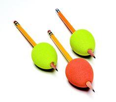 Aiuto scrittura ovetto  Impugnatura a forma di uovo che contribuisce a migliorare il controllo motorio nel gesto della scrittura.