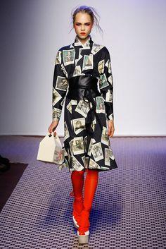 2016春夏プレタポルテコレクション - オランピア ル タン(OLYMPIA LE-TAN)ランウェイ|コレクション(ファッションショー)|VOGUE JAPAN