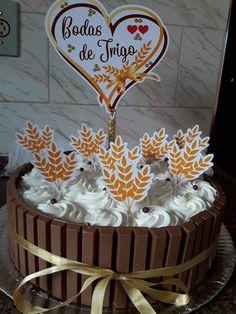 Topo bolo Bodas de trigo Birthday Cake, 3 Years, Desserts, Food, Cake Toppers, Marriage Anniversary, Cotton Anniversary, Decorating Cakes, Wheat Wedding