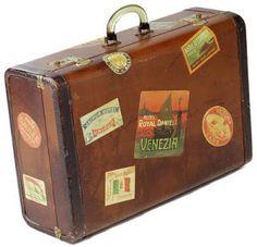 Quanto tempo a gente não perde pra fazer uma mala pra viajar?   Pior? Você vai pra praia, leva um monte de vestido, shortinho, blusinha e ...