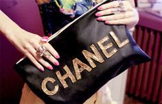 Chanel bags and handbags! Chanel if you like the fashion and quality.The Chanel bags with the logo of double have become the pride of the fashion field. And it is also the mark that all women would like to pursuit. Handbags Online, Chanel Handbags, Luxury Handbags, Purses And Handbags, Chanel Bags, Coco Chanel, Business Casual Shoes, Do It Yourself Inspiration, Chanel Clutch