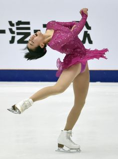 Japanese figure skater Mao Asada performs her short program at the Cup of China in Beijing on Nov. 6, 2015. She took the lead in her return to competitive skating after a season out of the sport. (Kyodo) (1326×1776)