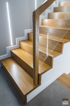 Timber Stair, Modern Stair Railing, Staircase Handrail, Modern Stairs, Interior Handrails, Interior Staircase, Staircase Remodel, Staircase Design, Stairs In Living Room