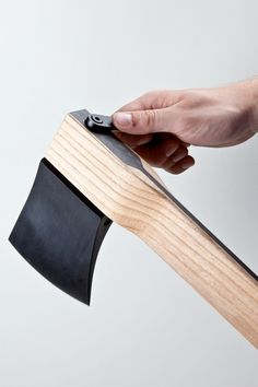 ECAL graduate Kacper Hamilton has designed a luxury axe with carbon-fibre in its handle and interchangeable heads. Zai CORE Axe by Kacper Hamilton The Zai CORE Axe has one head for felling trees and another for chopping wood, both made of high-carbo Deco Design, Wood Design, Life Design, Design Design, Modern Design, Intelligent Design, Le Manoosh, Beil, Knives And Tools