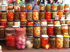 Ak to raz vyskúšate, k bežnému spôsobu zavárania sa už nevrátite. My Favorite Food, Favorite Recipes, Food Trends, Canning Recipes, Fruits And Vegetables, Preserves, New Recipes, Pickles, Food And Drink