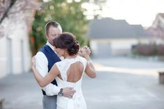 Country Chic Wedding. THIS DRESS IS BEAUTIFULLLLL!
