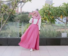 Hijab Fashion Summer, Modern Hijab Fashion, Abaya Fashion, Muslim Fashion, Modest Fashion, Fashion Dresses, Beautiful Hijab, Beautiful Dresses, Modele Hijab