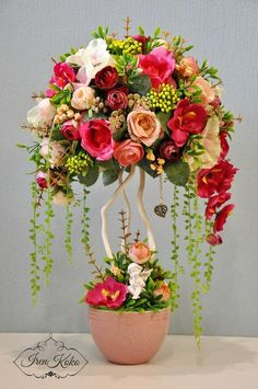 1 million+ Stunning Free Images to Use Anywhere Basket Flower Arrangements, Altar Flowers, Silk Flowers, Paper Flowers, Floral Arrangements, Wedding Flowers, Tall Wedding Centerpieces, Floral Centerpieces, Deco Floral