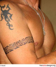 Pour votre tatouage homme bracelet, voici 15 idées de tattoo pour réussir le vôtre. Modèles et conseils, adresse de tatoueur, prix...sur tatouagehomme.eu