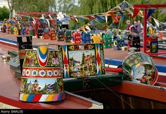 narrowboat pattern - Google Search Canal Boat Art, Dutch Barge, Narrow Boat, Traditional Roses, Boat Painting, Gypsy Life, Castles, Boats, Folk