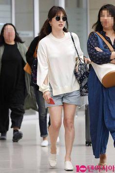 Fashion Idol, Teen Fashion Outfits, Boho Fashion, Korean Girls Names, Classy Halloween Costumes, Song Hye Kyo Style, Song Joong Ki Cute, Kim Ji Won, Minimalist Fashion Women