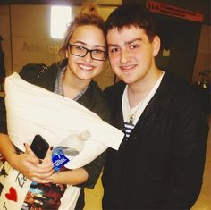 Aww, look at her i love Ellen pillow... <3