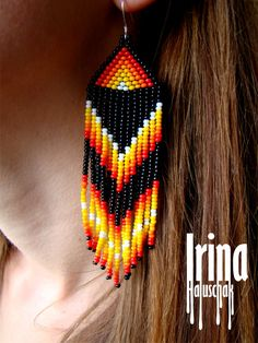 These beautiful hammered hoop earrings are incredibly cute. I form these earrings into a very flattering, hand-formed U shape. Beaded Earrings Patterns, Seed Bead Earrings, Fringe Earrings, Beading Patterns, Seed Beads, Dangle Earrings, Types Of Earrings, Native American Beading, Tiffany Jewelry