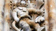 Como a imagem de astronauta foi esculpida na Catedral de Salamanca, construída há mais de 300 anos?