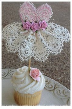 Beautiful Lace Dress Cupcake Topper for Birthday por JeanKnee Paper Doily Crafts, Doilies Crafts, Paper Doilies, Festa Party, Diy Party, Ballerina Party, Baby Shower Centerpieces, Mothers Day Crafts, Decoration Table