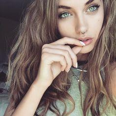 Yulia Rose Septum Piercing discovered by Sheell'z Brown Hair Green Eyes, Green Hair, Pretty Eyes, Beautiful Eyes, Beautiful Women, Eye Color, Hair Color, Blonde Color, Yulia Rose