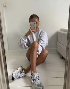 AXEL ARIGATO - Shop sneakers, ready-to-wear and accessories for women & men. Dad Outfit, Berlin Fashion, Marathon Runners, Instagram Influencer, French Girls, Strike A Pose, Grunge Fashion, Fashion Killa, Everyday Fashion