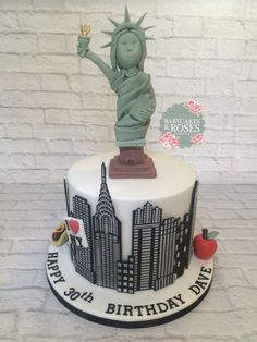 Couldn't think of anything different to do for a New York cake so went for skyline and Statue of Liberty. This is the first time I've used this stencil and it's worth its weight in gold!