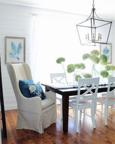 So...I kind of have a few dried hydrangeas on my dining room table. But I promise, it's for a good reason! All the details are over on the blog where 15 of Thrifty Style Team friends are also sharing Spring diy's &decor! Good stuff you don't want to miss! #hydrangeas #driedhydrangeas #diningroom #diningroomdecor #blueandwhite #blueandwhitedecor #springcenterpiece #springdecor #thriftystyleteam Porches, Flea Market Style, Farmhouse Decor, Cottage Farmhouse, Coastal Cottage, Spring Home, Vintage Decor, Vintage Style, Dining Room Table