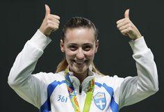 Η Άννα Κορακακη χαρισε το πρώτο χρυσό μετάλλιο στην Ελλάδα στους Ολυμπιακούς Αγώνες του Ρίο. Η χάλκινη Ολυμπιονίκης στα 10μ. με αεροβόλο πιστόλι επικράτησε στον τελικό των 25μ. της Γερμανίδα…