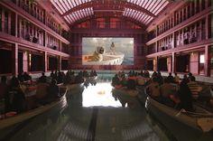 Experiência diferente na estreia de 'Life of Pi' – platéia sentou em barcos dentro de 1 piscina http://www.bluebus.com.br/experiencia-diferente-na-estreia-de-life-of-pi-plateia-sentou-em-barcos-dentro-de-1-piscina/