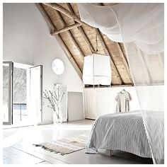 Dreaming Time ✨ #reetags #soon #bedroom #bedroomdecor #design #bed #wood #openspace #nude #white #instadecor #lifestyle #dreaming #home #goodnight #igers #love