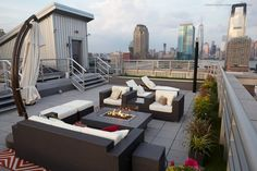 With skyline views just across the water, this New York City rooftop deck becomes an ideal spot to sit back and relax. Plush, contemporary furniture and a fire pit further the feeling of an urban oasis, as well as provide room for entertaining. Rooftop Terrace Design, Rooftop Patio, Patio Design, Rooftop Lounge, Rooftop Gardens, Backyard Designs, House Design, Surf House, Furniture Top View