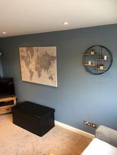 Map and circular shelf Living Room Colors, New Living Room, Living Room Furniture, Living Room Decor, Cosy Room, Lounge Ideas, Home Room Design, Barndominium, Hallway Decorating