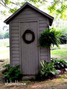 What's Old Is New: Creating Country Gardens With Rustic Charm In order to have a great Modern Garden Decoration, it's … Garden Tool Shed, Garden Sheds, Garden Care, Fresco, Rustic Gardens, Modern Gardens, Small Gardens, Backyard Sheds, She Sheds