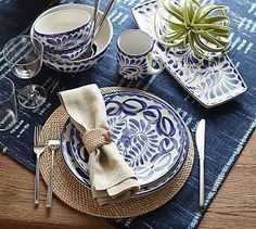 Shop Pottery Barn for expertly crafted Mexican style dinnerware. Browse our Puebla Collection and find plates, bowls, platters and more, perfect for entertaining. Dinner Table, Dinner Plates, Pottery Barn, Pottery Place, Dinnerware Sets, Modern Dinnerware, Decoration Table, Serving Platters, Table Settings