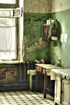 cottage kitchen ... a little worn but oh so beautiful