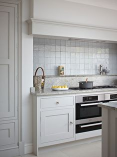 Traditional country kitchen with shaker style cabinets with modern double oven and hob built into the chimney breast with a tile splashback. Kitchen Cooker, Kitchen Oven, Shaker Kitchen, Kitchen Units, Kitchen Cabinet Design, New Kitchen, Kitchen Decor, Kitchen Ideas, Built In Cookers