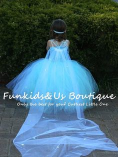 Welcome to Baby/Infants Clothing by Funkids&Us Boutique This beautiful handmade White and blue snowflake tutu dresses is perfect for birthdays parties or any occasion. This dress is absolutely beautiful and every little Girl definitely love to wear it. It is made of aqua blue