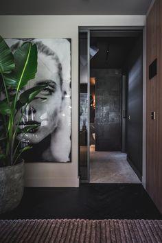 Metamorphose in Laren, entworfen von den Architekt… Living Room Mirrors, Rugs In Living Room, Interior Design Living Room, Living Room Designs, Wall Mirrors, Design Bedroom, Bedroom Decor, Living Room Theaters, Home Theater Rooms