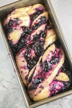 Blueberry Babka with Almond Streusel: homemade blueberry jam swirled in a rich babka dough, topped with crunchy almond streusel. With step-by-step photos and instructions, this blueberry babka recipe is easy enough for even new bakers! Just Desserts, Dessert Recipes, Breakfast Recipes, Babka Bread, Blueberry Bread, Jewish Recipes, Artisan Bread, Sweet Bread, Baking Recipes