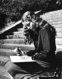 student studies outdoors at Howard University campus, Washington DC, USA. photo by Alfred Eisenstaedt (1946)