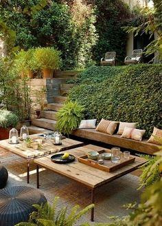 Salon de jardin en bois et sous-élevé !