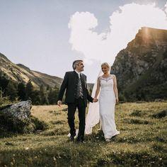 happy monday and a beautiful week Happy Monday, Couple Photos, Couples, Wedding Dresses, Beautiful, Instagram, Fashion, Couple Shots, Bride Dresses